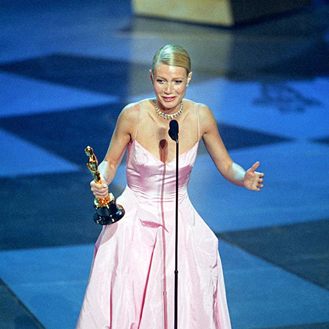 Gwyneth Paltrow at an event for The 71st Annual Academy Awards (1999)