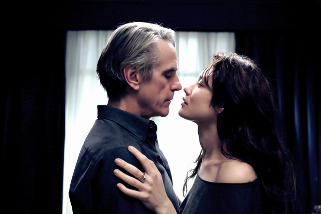 Джереми Айронс и Ольга Куриленко в La corrispondenza (2016), фото: imdb.com