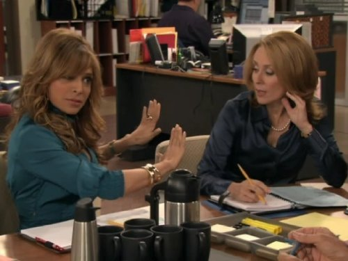 Patricia Heaton and Ayda Field in Back to You (2007)