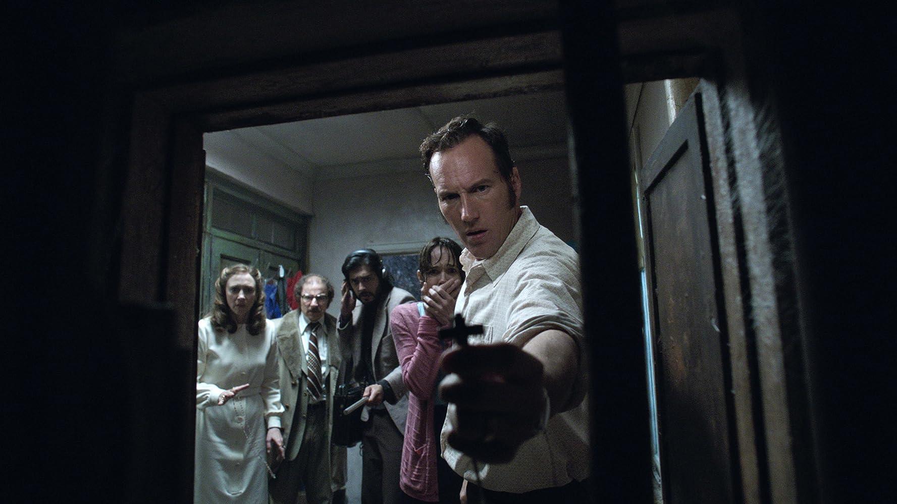 Franka Potente, Vera Farmiga, Simon McBurney, and Patrick Wilson in The Conjuring 2 (2016)