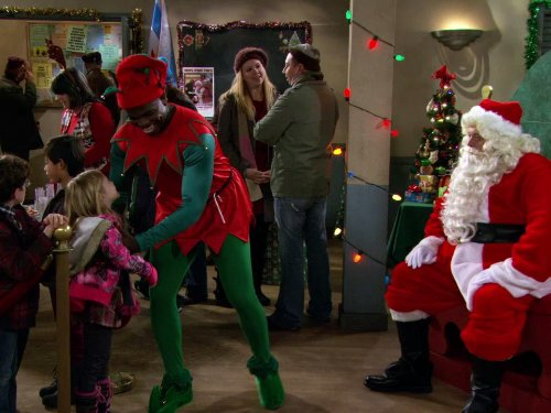 Reno Wilson, Billy Gardell, Cole Sand, and Isabella Crovetti in Mike & Molly (2010)
