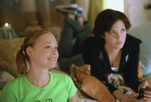 Alexandra Holden and Mandy Moore in How to Deal (2003)