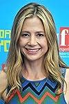 'Falling Skies' Season 4 casts Mira Sorvino as guest star
