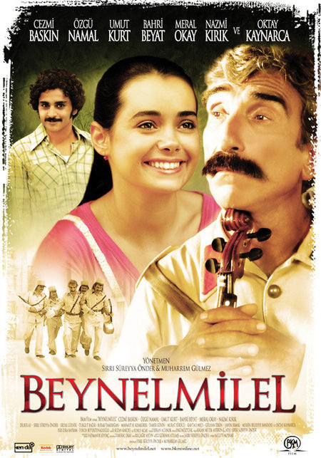 Cezmi Baskin, Özgü Namal, and Umut Kurt in Beynelmilel (2006)