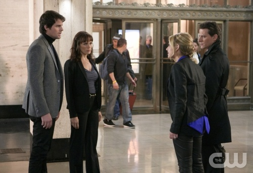 """That's What You Get Trying to Kill Me"" -- Chris Polaha as Henry, Emily Swallow as Detective Saldana, Sarah Michelle Gellar as Siobhan Martin/Bridget Kelly and Ioan Gruffudd as Andrew Martin on Ringer on The CW."