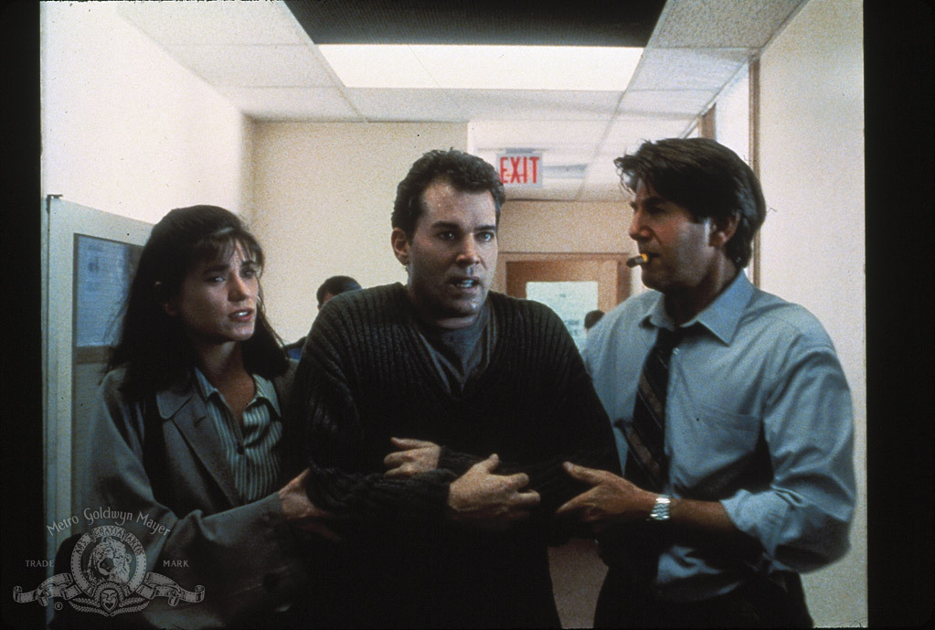 Linda Fiorentino, Ray Liotta, and Peter Coyote in Unforgettable (1996)