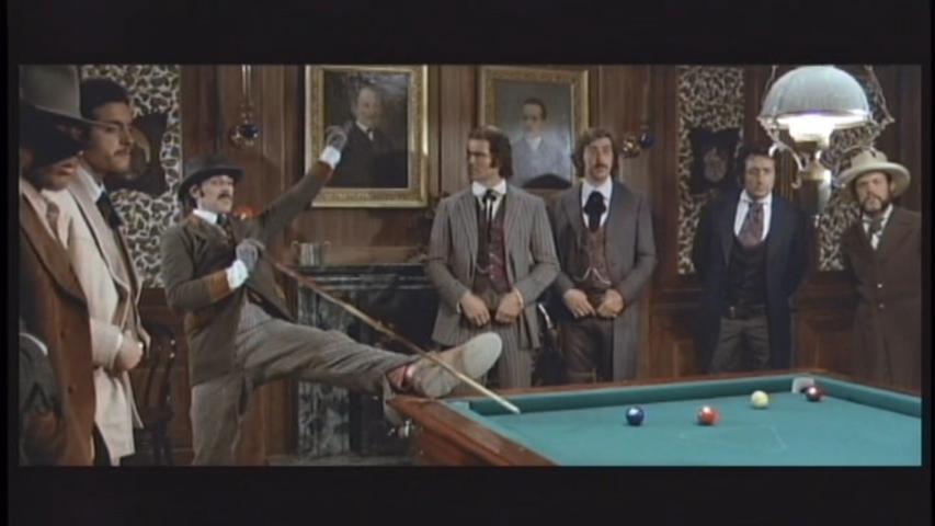 Giovanni Cianfriglia and Tomas Milian in La vita, a volte, è molto dura, vero Provvidenza? (1972)