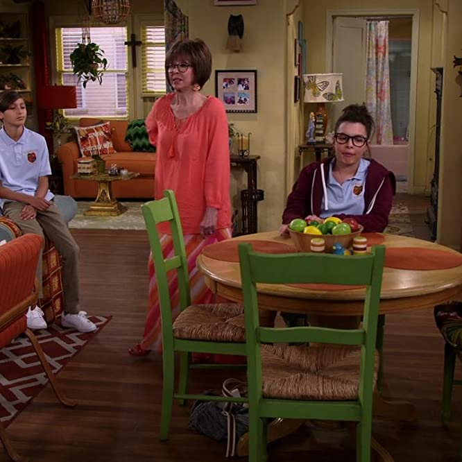 Rita Moreno, Justina Machado, Todd Grinnell, Isabella Gomez, and Marcel Ruiz in One Day at a Time (2017)