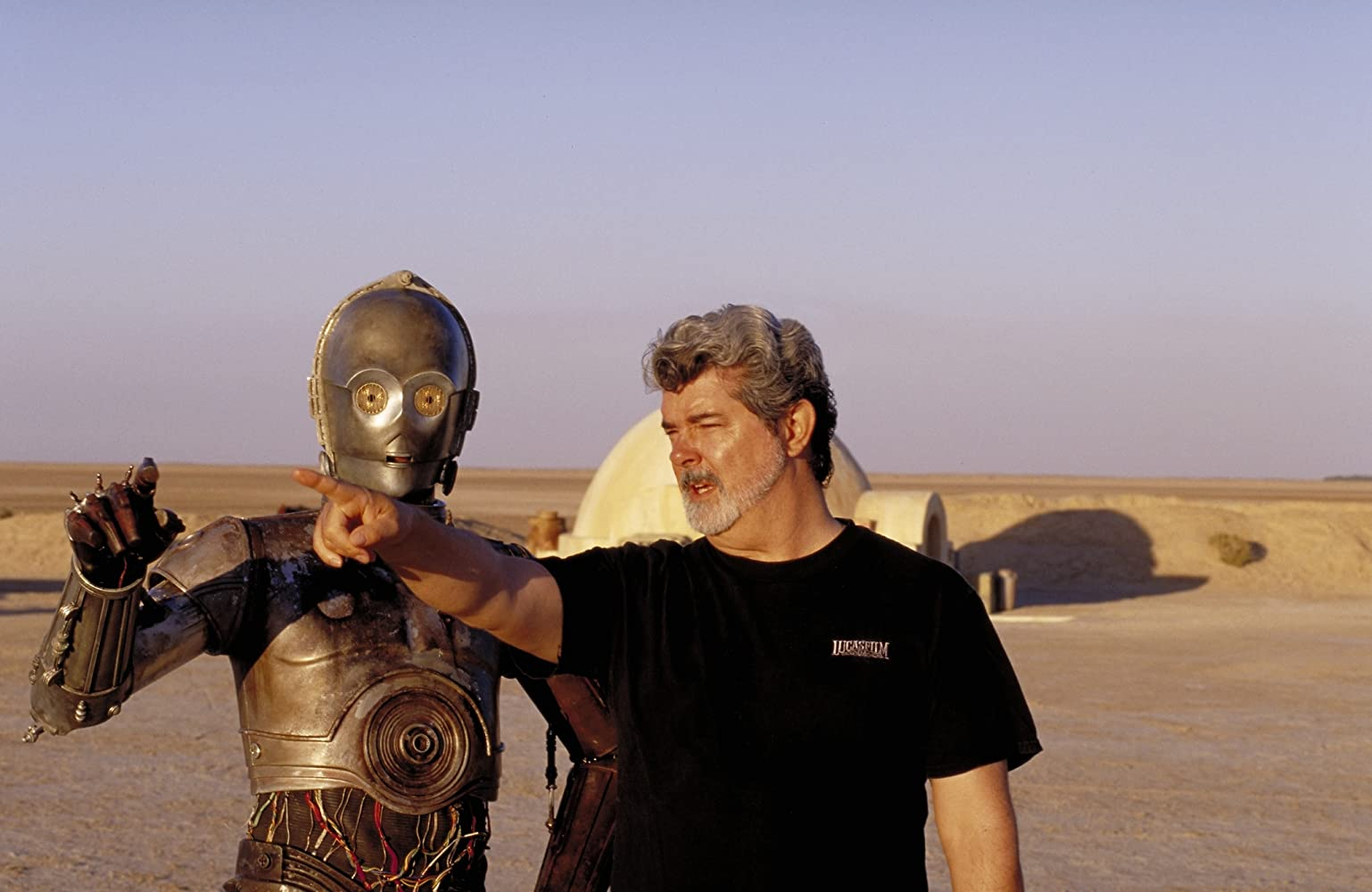 George Lucas and Anthony Daniels in Star Wars: Episode II - Attack of the Clones (2002)