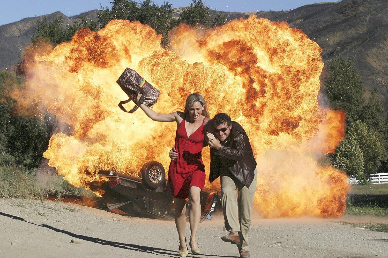 Jennifer Garner and Peter O'Meara in Alias (2001)