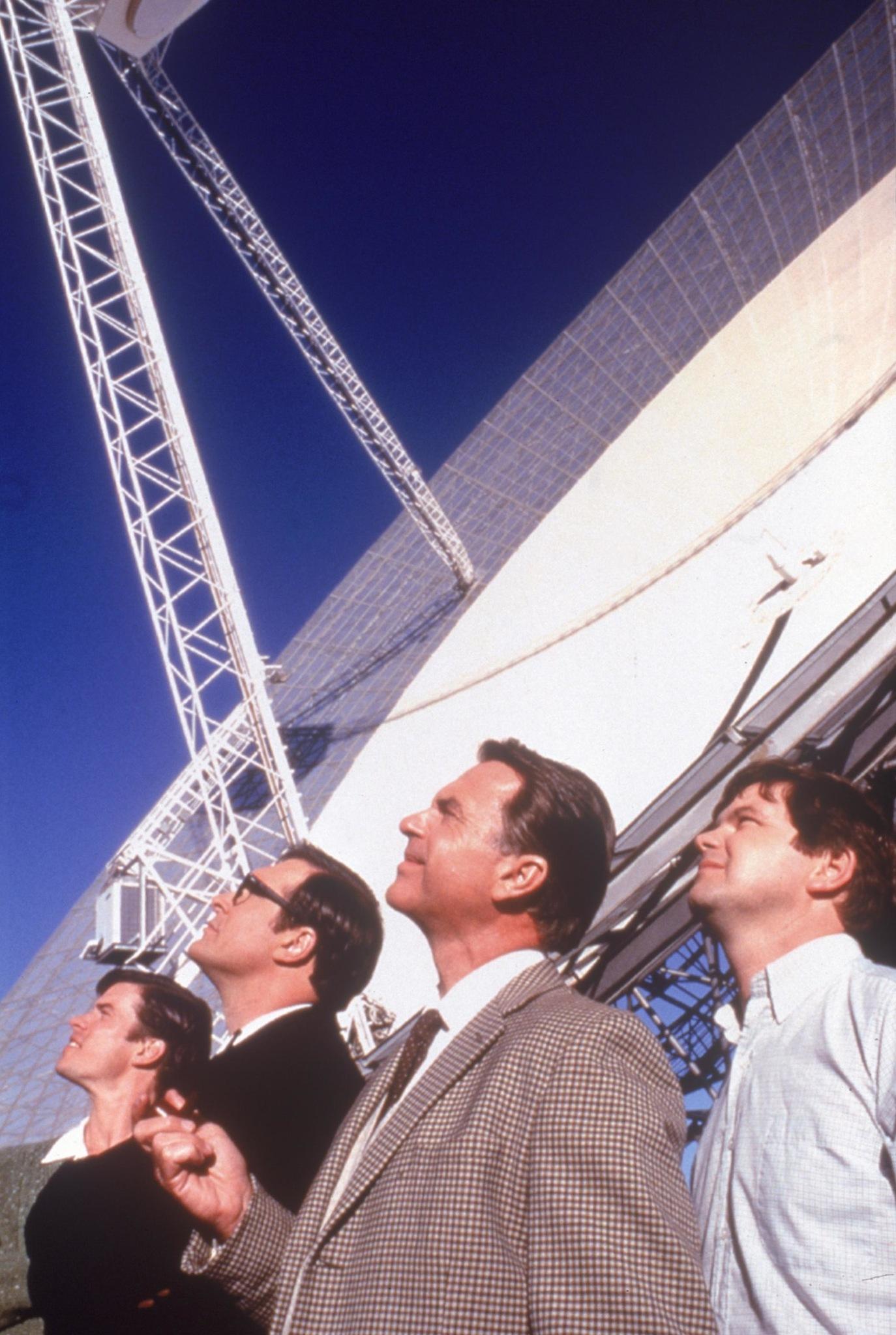 Sam Neill, Kevin Harrington, Tom Long, and Patrick Warburton in The Dish (2000)