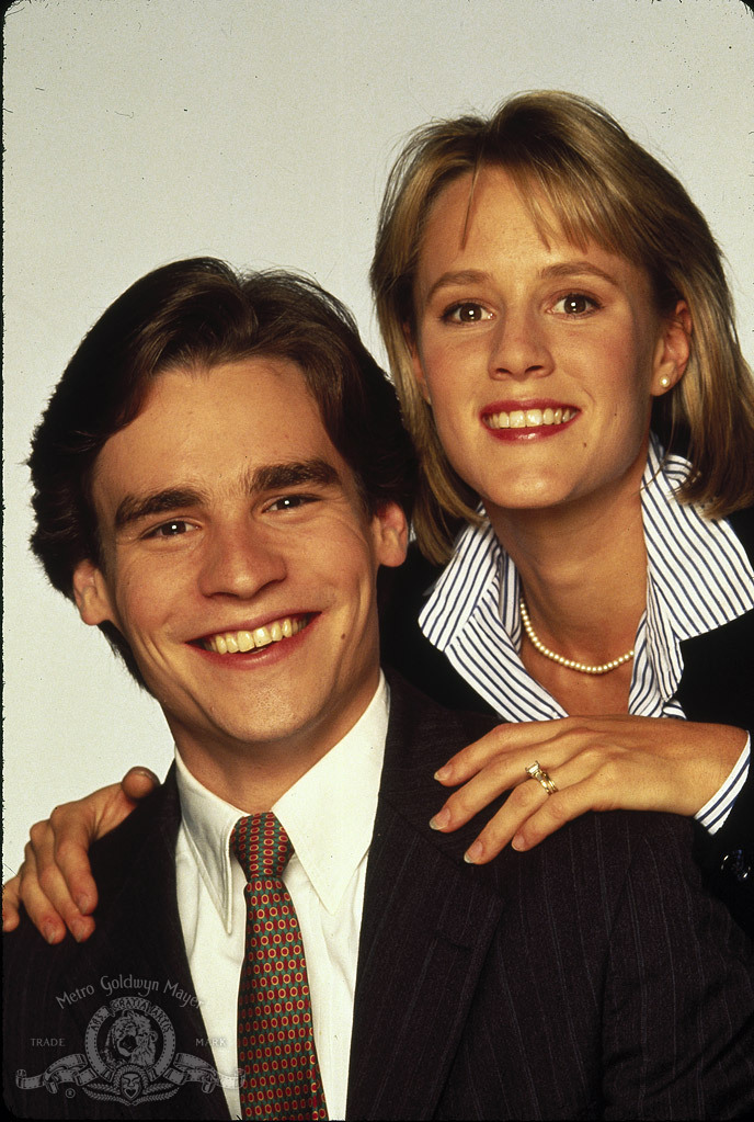 Robert Sean Leonard and Mary Stuart Masterson in Married to It (1991)