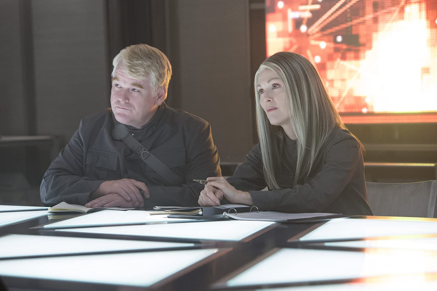 Julianne Moore and Philip Seymour Hoffman in The Hunger Games: Mockingjay - Part 1 (2014)