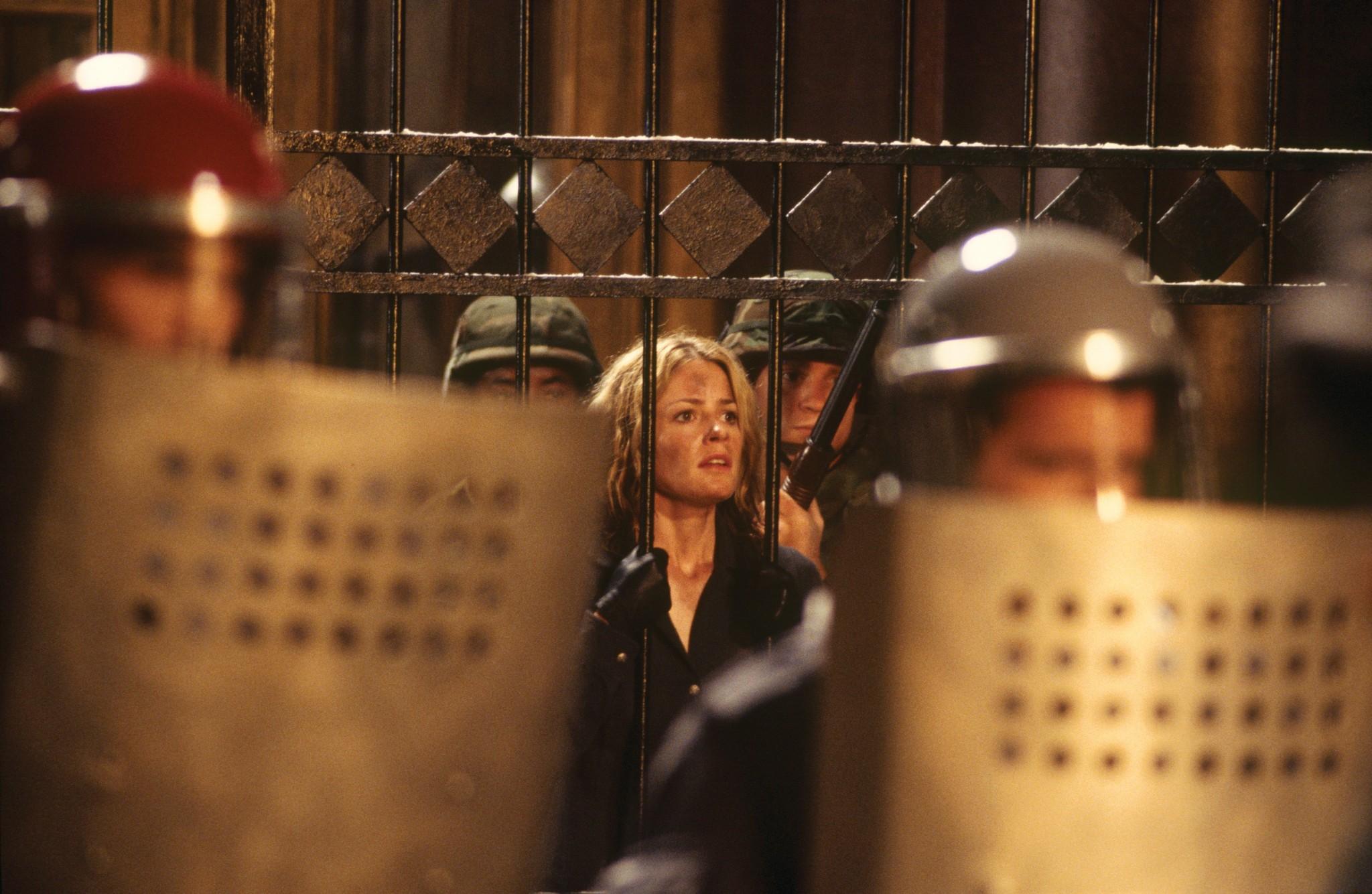 Elisabeth Shue in The Saint (1997)