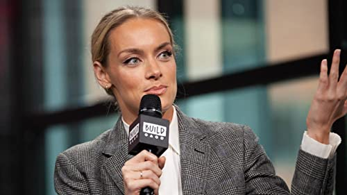 """BUILD: Rachel Skarsten Loves Pushing the Boundaries with Her Role in """"Batwoman"""""""