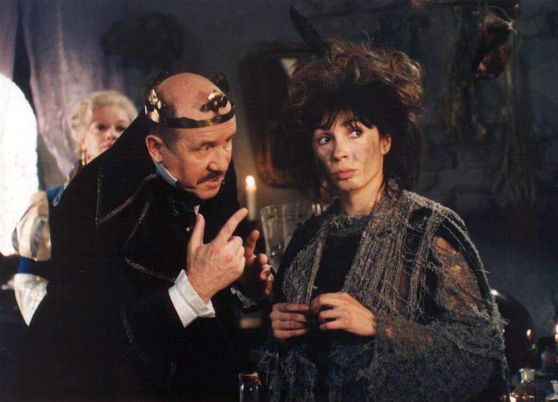 Nela Boudová, Jana Brejchová, and Petr Nározný in Carodejné námluvy (1997)