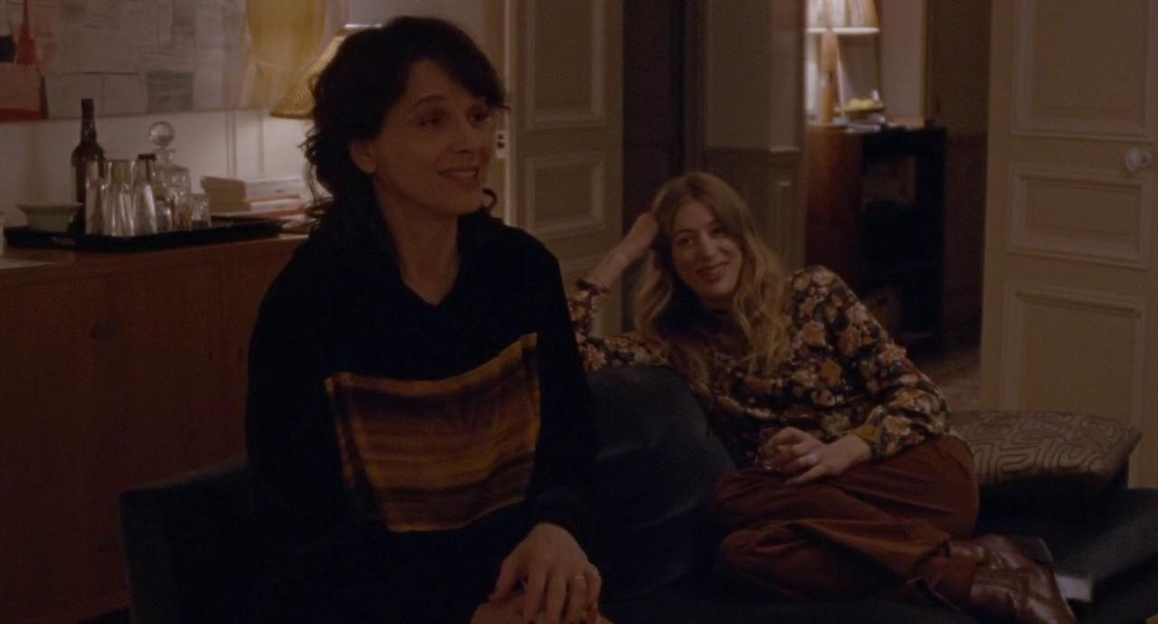 Juliette Binoche and Sigrid Bouaziz in Doubles vies (2018)