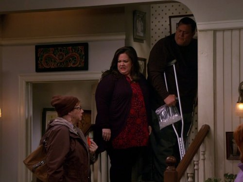 Melissa McCarthy, Rondi Reed, and Billy Gardell in Mike & Molly (2010)