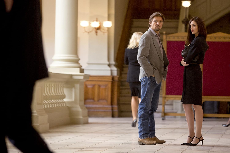 Jeremy Renner and Paz Vega in Kill the Messenger (2014)
