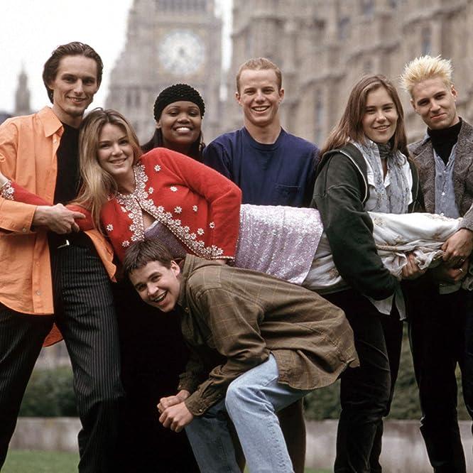 Jacinda Barrett, Neil Forrester, Jay Frank, Sharon Gitau, Mike Johnson, Kat Ogden, and Lars Schlichting in Real World (1992)
