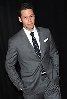Ike Barinholtz Picture