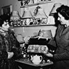 """Elizabeth Taylor, on a day off from """"Conspirator,"""" visits a London gift shop"""