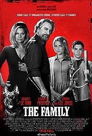 Robert De Niro, Michelle Pfeiffer, Dianna Agron, and John D'Leo in The Family (2013)