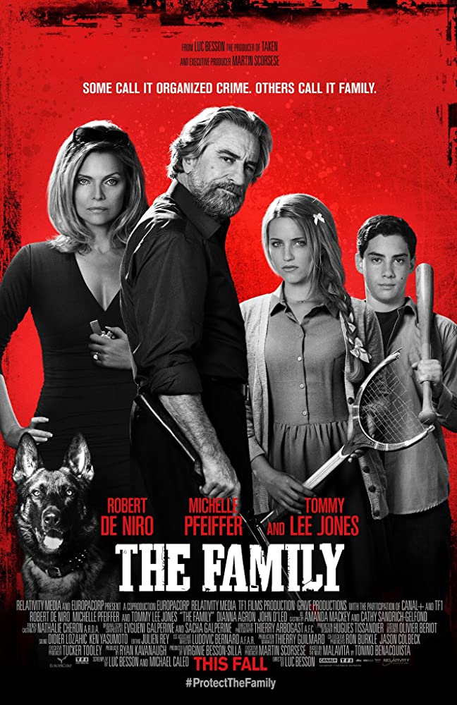 Robert De Niro, Michelle Pfeiffer, Dianna Agron, and John D'Leo in The Family (2013)