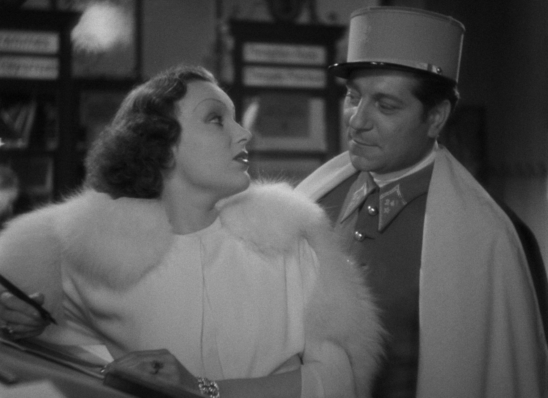 Mireille Balin and Jean Gabin in Gueule d'amour (1937)