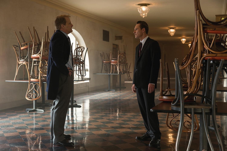 Jeff Daniels and Michael Fassbender in Steve Jobs (2015)