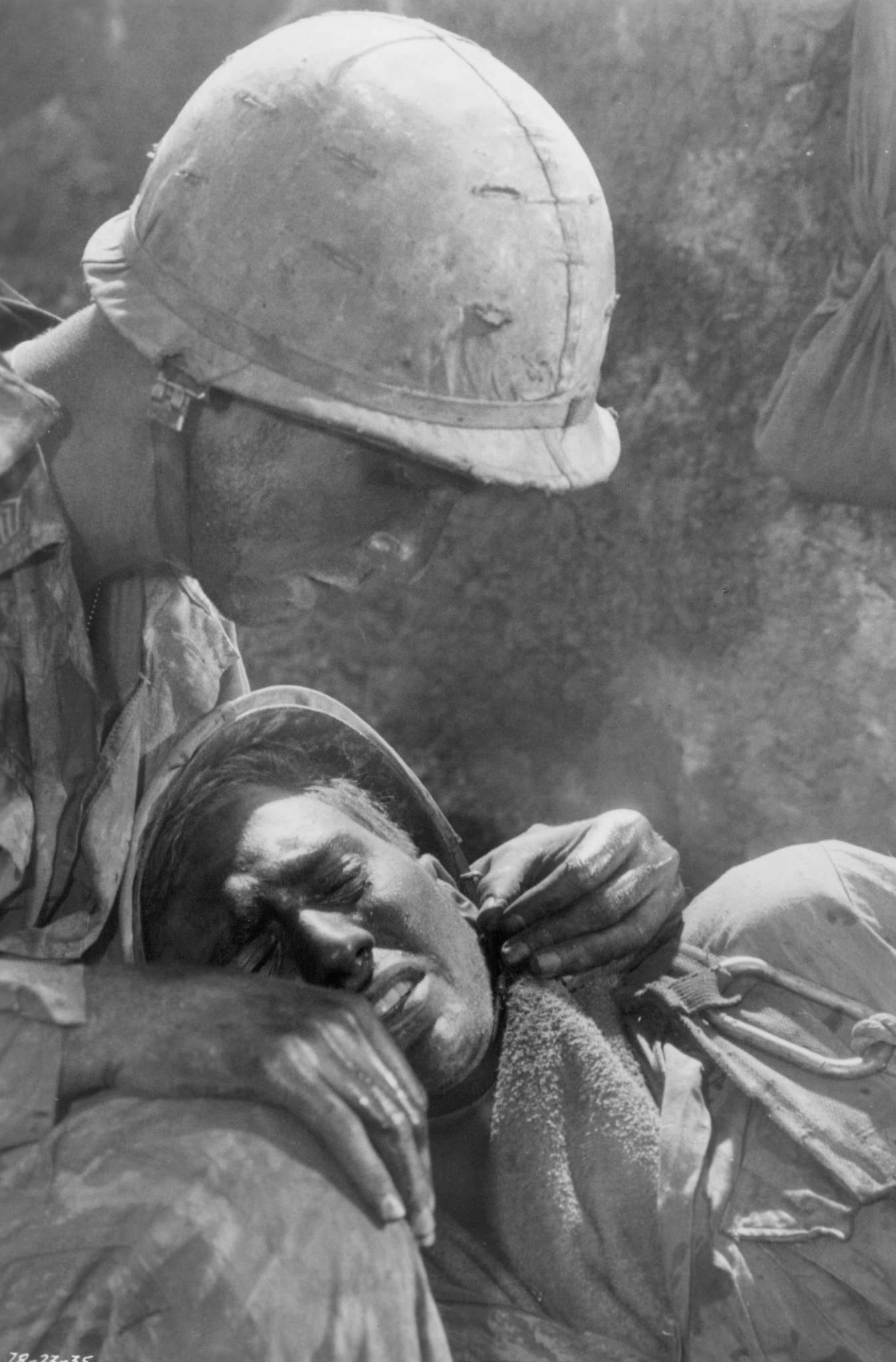 Dylan McDermott and Anthony Barrile in Hamburger Hill (1987)