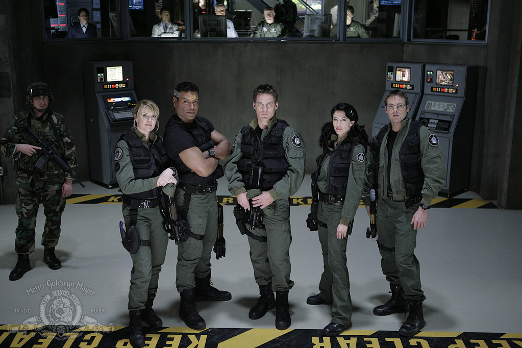 Claudia Black, Ben Browder, Gary Jones, Christopher Judge, Michael Shanks, and Amanda Tapping in Stargate: The Ark of Truth (2008)