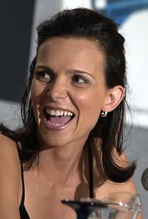 Luciana Pedraza Picture