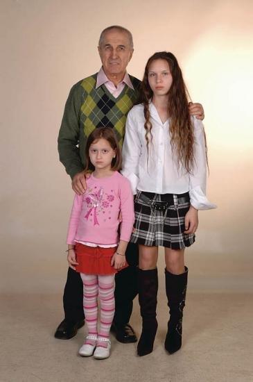 Gheorghe Dinica, Andrea Ivett Eröss, and Laura Cecília Eröss in Gala (2007)