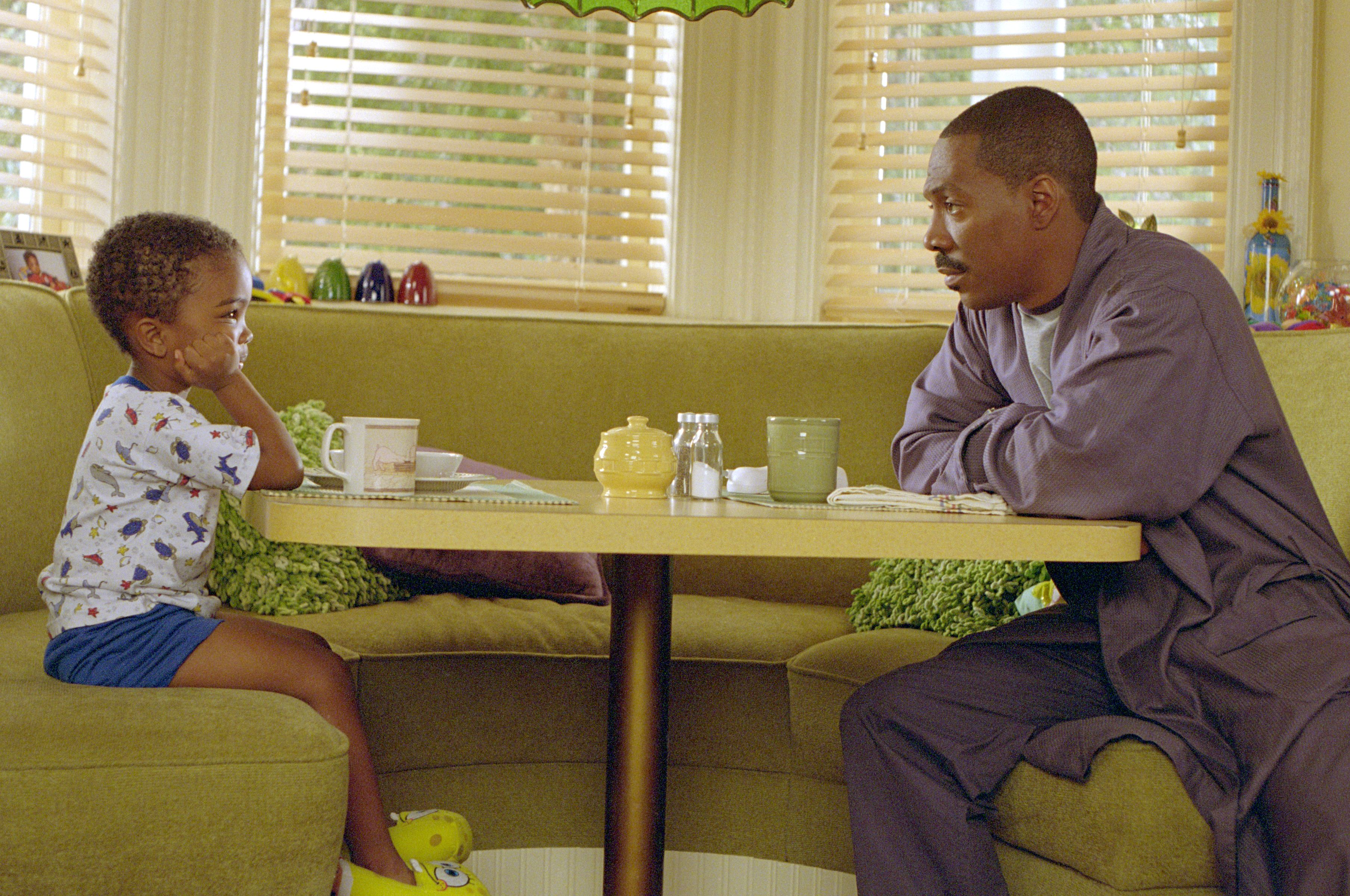 Eddie Murphy and Khamani Griffin in Daddy Day Care (2003)