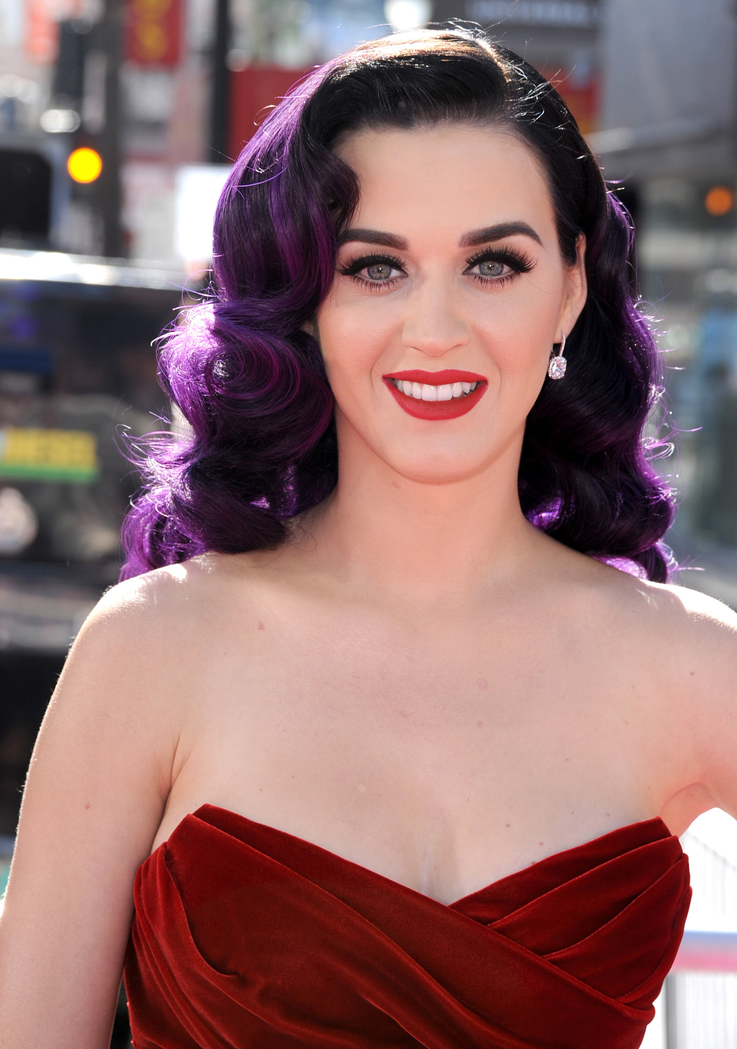 hvem er katy perry dating wdw helt gratis enlige forældre dating sites