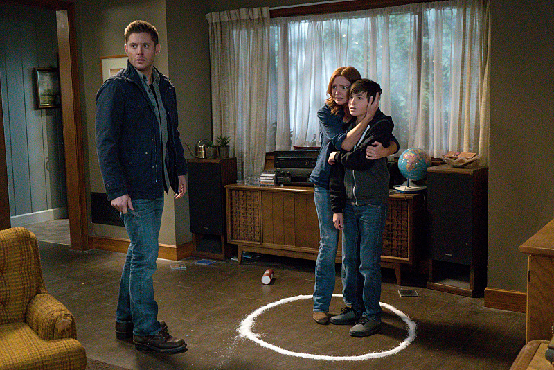 Jensen Ackles, Brigid Brannagh, and Logan Williams in Supernatural (2005)