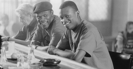 Samuel L. Jackson, Bronson Dudley, and Lawrence Gilliard Jr. in Trees Lounge (1996)