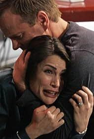 Kiefer Sutherland and Rena Sofer in 24 (2001)
