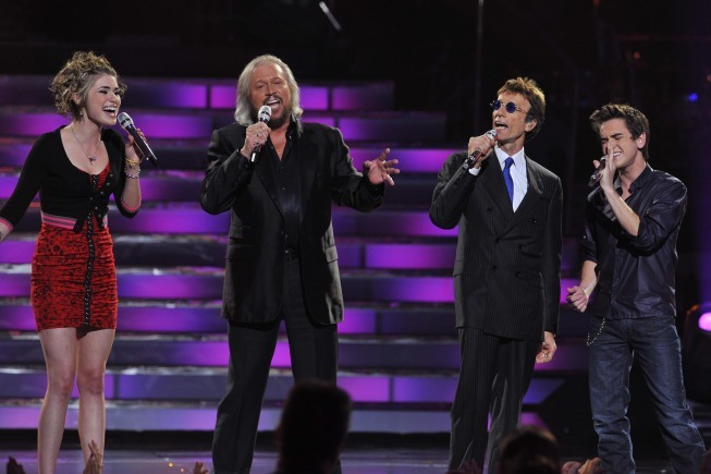 Barry Gibb, Robin Gibb, The Bee Gees, Aaron Kelly, and Siobhan Magnus in American Idol: The Search for a Superstar (2002)