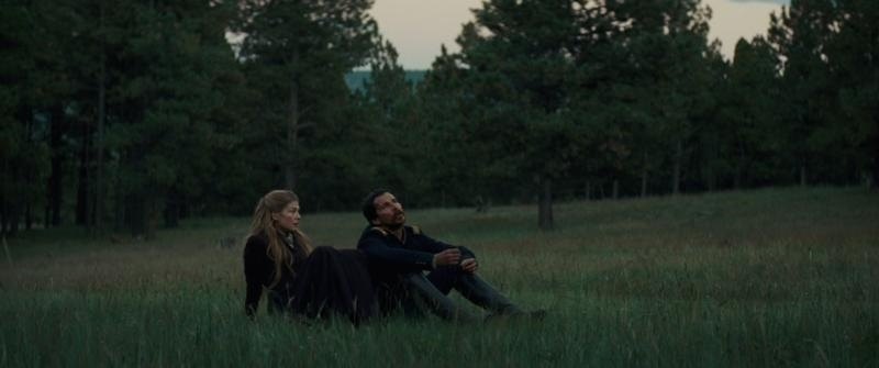 Christian Bale and Rosamund Pike in Hostiles (2017)