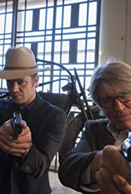 Eric Roberts and Timothy Olyphant in Justified (2010)