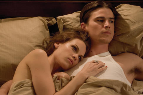 Josh Hartnett and Hilary Swank in The Black Dahlia (2006)