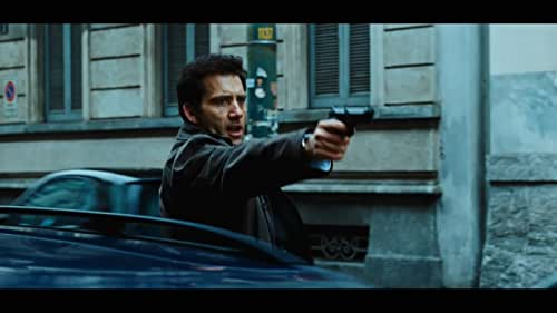 Interpol Agent Louis Salinger (Clive Owen) and Manhattan Assistant District Attorney Eleanor Whitman (Naomi Watts) pool their resources in an attempt to break up an international arms dealing ring financed by a high-profile bank.