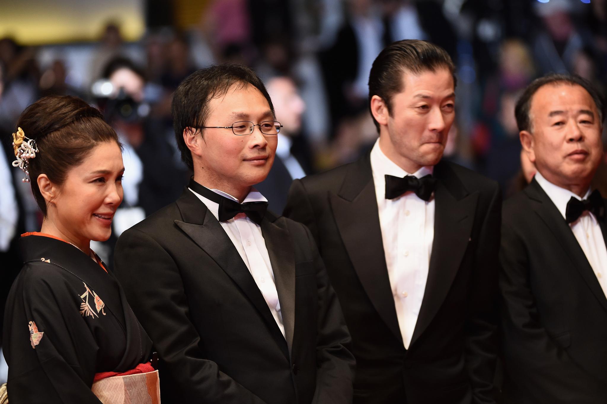 Tadanobu Asano, Mariko Tsutsui, and Kôji Fukada at an event for Fuchi ni tatsu (2016)