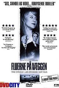 Lars Brygmann, Trine Dyrholm, and Kurt Ravn in Fluerne på væggen (2005)