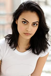 Camila Mendes Picture