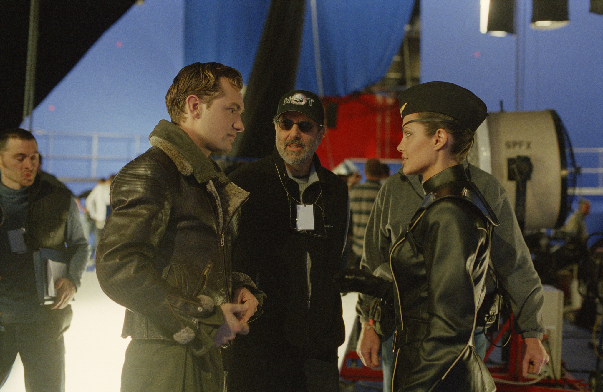 Jude Law, Jon Avnet, and Angelina Jolie in Sky Captain and the World of Tomorrow (2004)