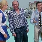 Alekos Tzanetakos, Mary Kyvelou, Dimitris Nikolaidis, and Nini Jannet in Efoplistis me to zori (1971)