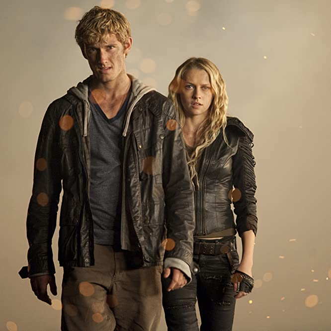Alex Pettyfer and Teresa Palmer in I Am Number Four (2011)